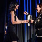 Dra. Arancha Amor recibiendo el premio ANESVAD